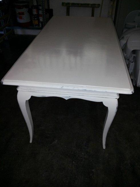 Tavolo in legno riverniciato antichizzato