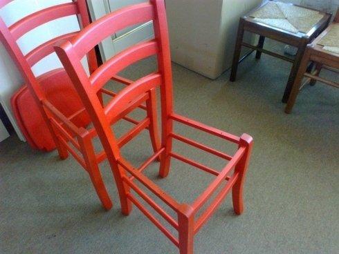 sedie in legno laccate in rosso
