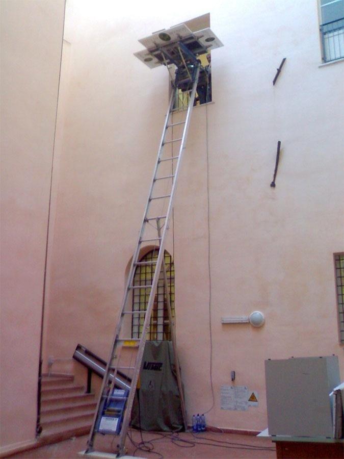 Giulio Bigonzoni Traslochi & Trasporti - Noleggio scale elevatrici per traslochi