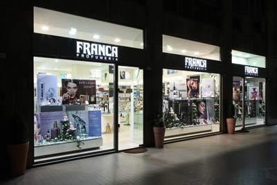 vista laterale del negozio PROFUMERIA FRANCA
