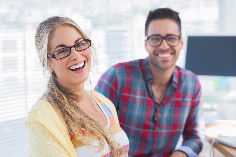 ragazzi con occhiali da vista