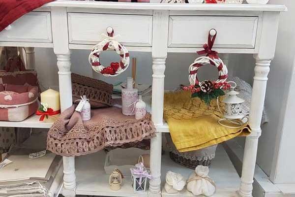 Interni del negozio La maison de Cleilà a Viterbo