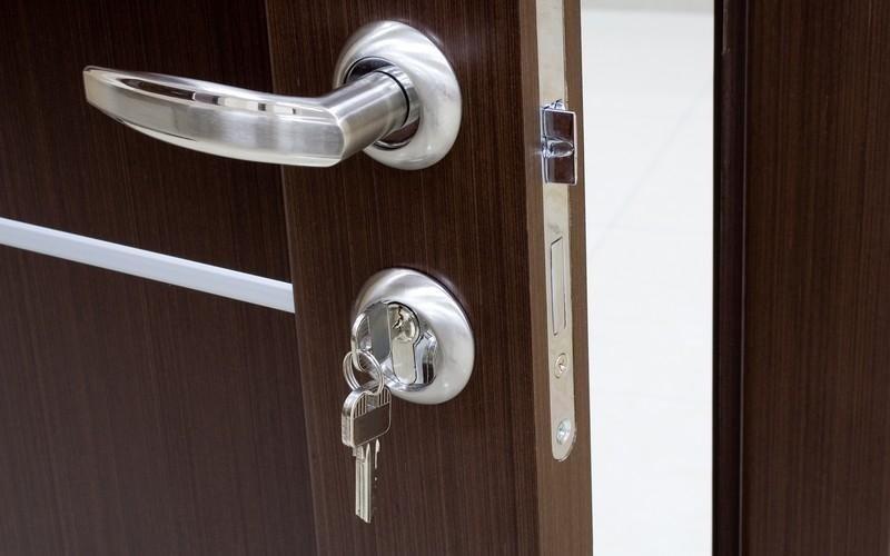 Installazione porte blindate con serratura cilindro europeo