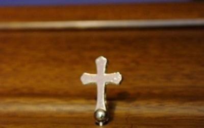 croce su cofano