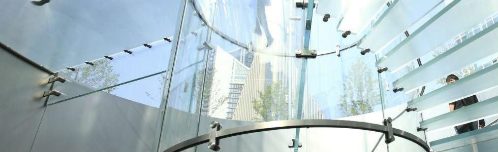 scala a chiocciola in vetro