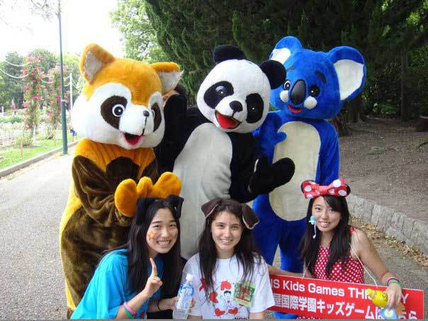 Characters with participants at 2009 Chubu Walkathon