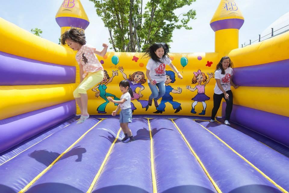 Kids jumping at Chubu Walkathon