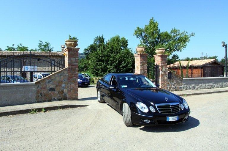 Noleggio auto con Conducente, noleggio auto per cerimonie, Trasfer aeroporti di Roma, Terni, Orvieto, VIterbo