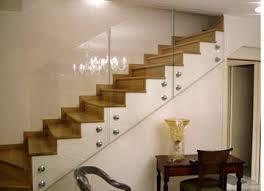 scala in legno e passamano in vetro