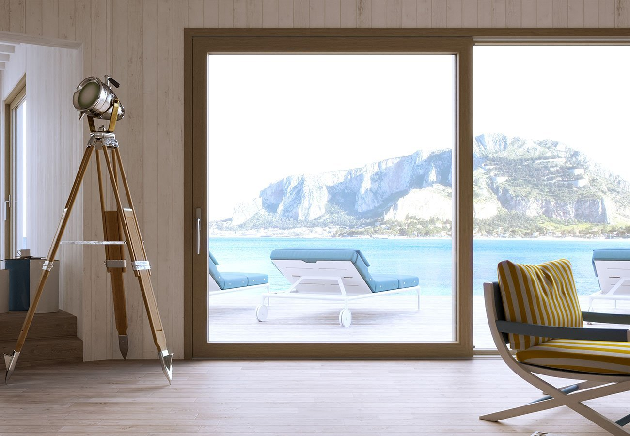 ampia finestra in vetro con infissi in PVC