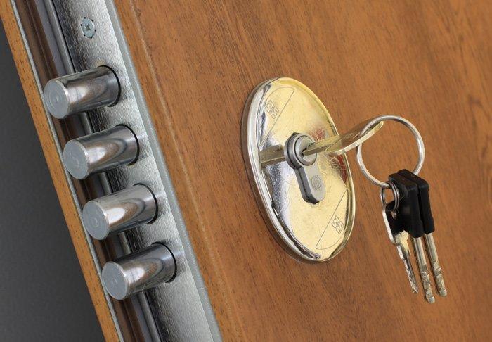 Chiave e serratura porta blindata