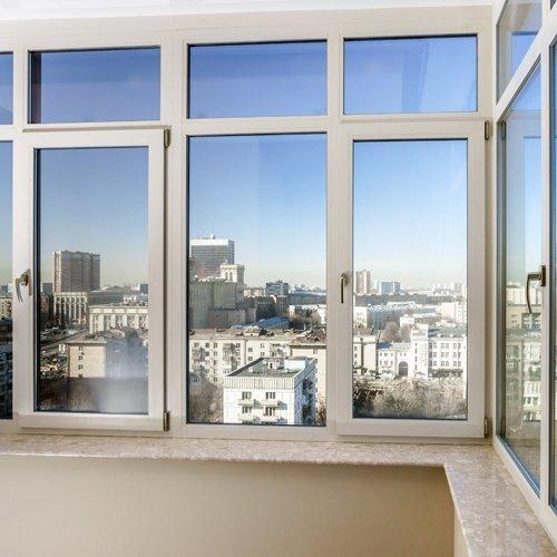 Finestra panoramica bianca