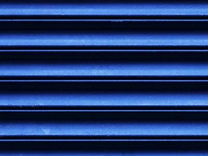 Veneziana blu elettrico chiusa