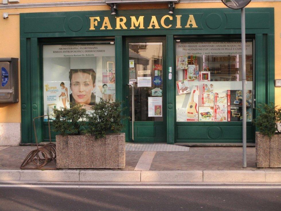 entrata principale della Farmacia Bariani