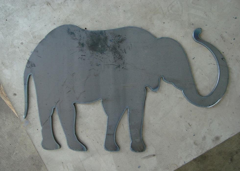 un elefante grigio in ferro