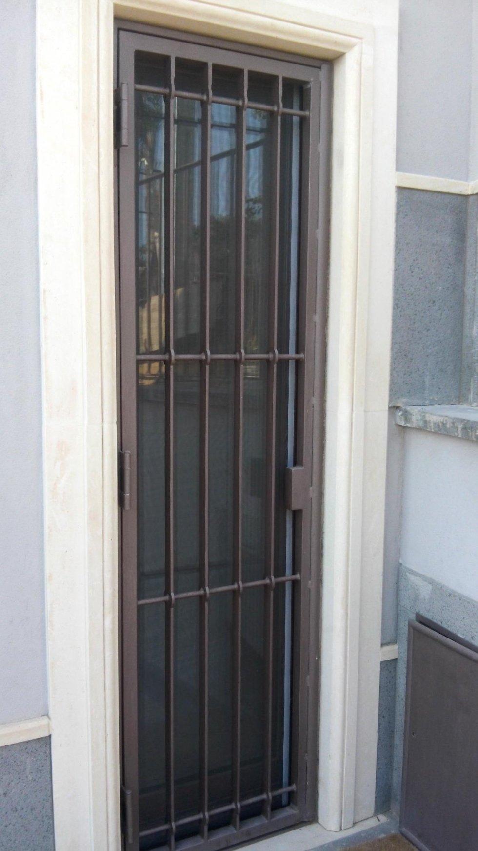 una serranda di una finestra