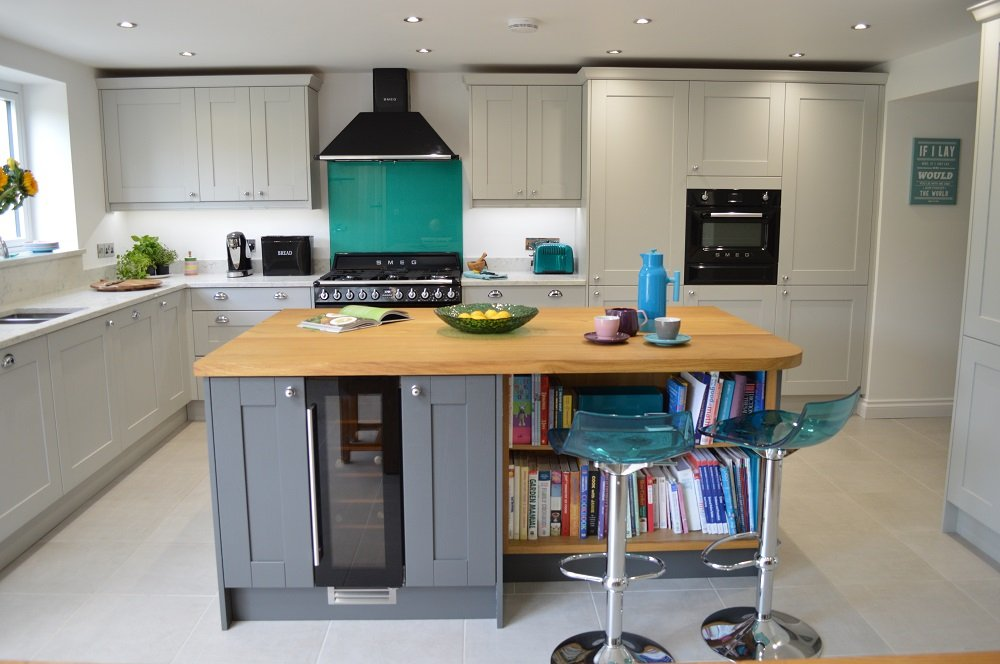 Grey Tones With Striking Splashback Kitchen Installation - Kitchens in grey tones
