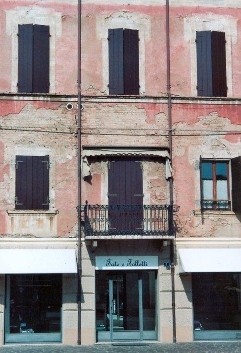 Restauro e Fornitura di nuovi serramenti su facciata storica