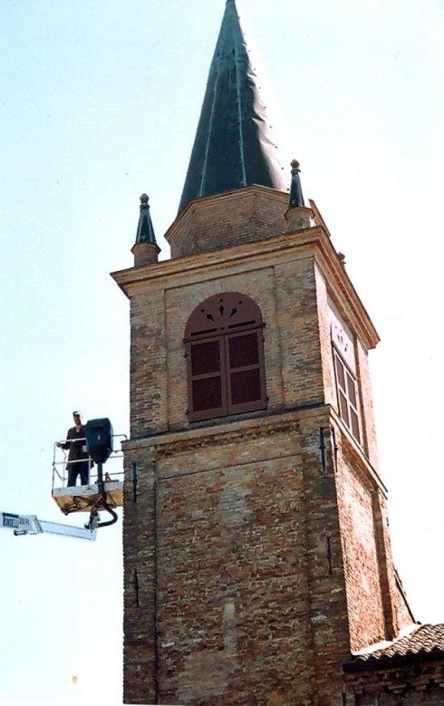 Fornitura di finestre oscuranti per torre campanaria