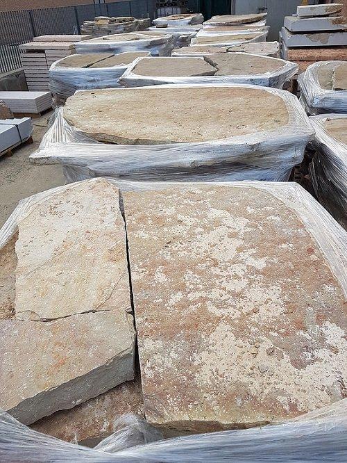 delle lastre di marmo