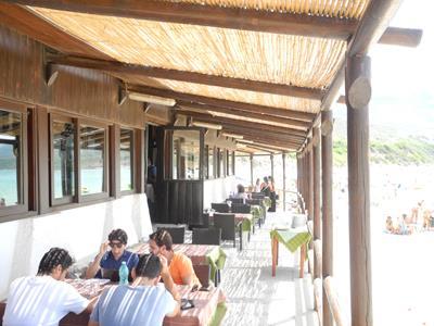 tavolini all`aperto di un ristorante