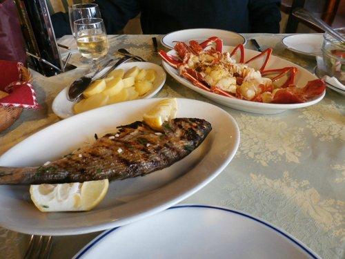 secondi di pesce con contorno di patate lesse