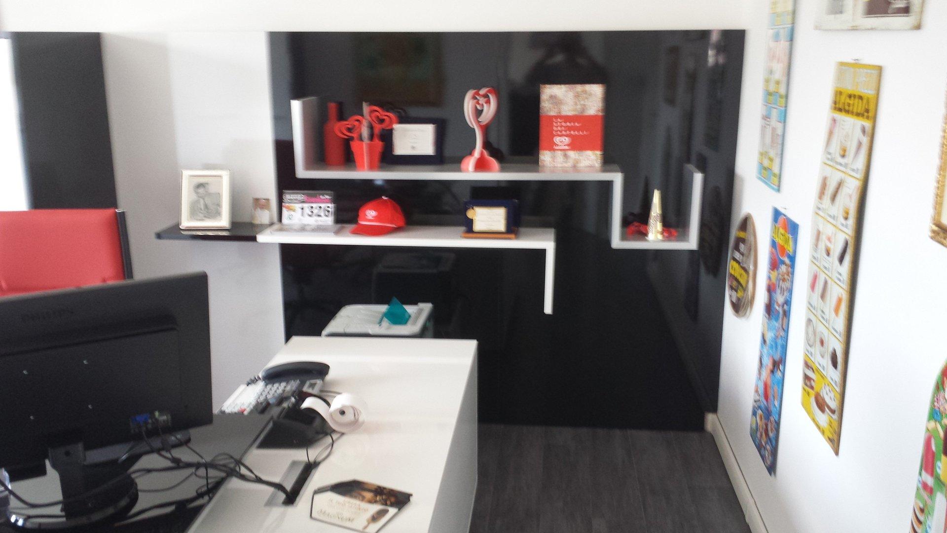 ufficio con mobili su misura di design
