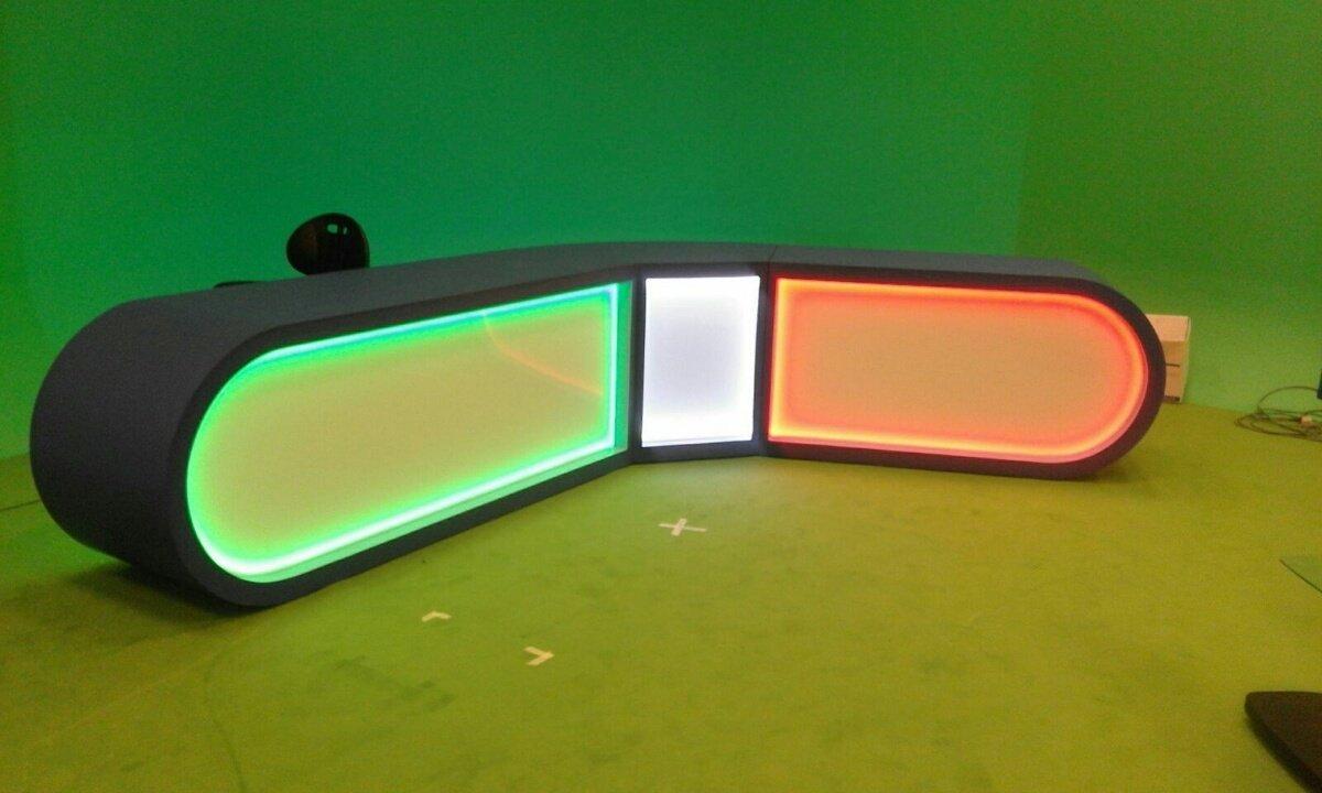 banco bar negozio con luci colorate