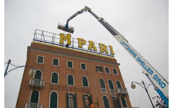 piattaforma aerea lavoro a Venezia