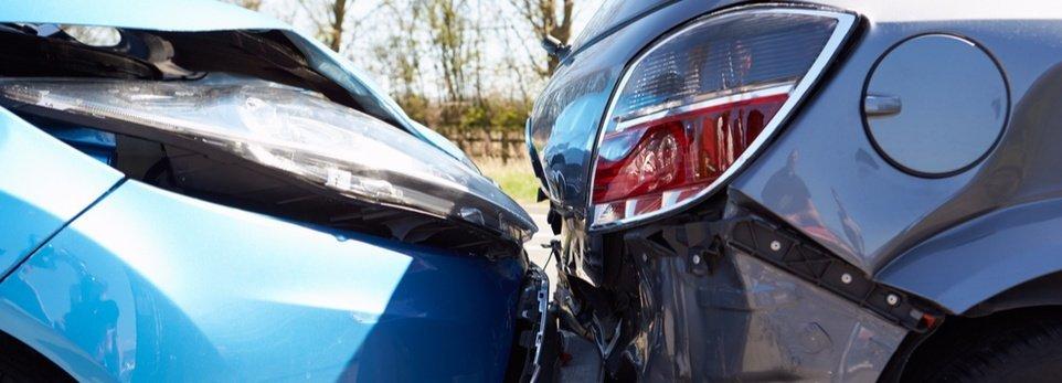 un incidente tra due macchine