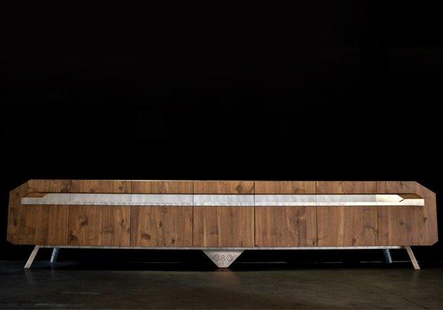 Arca, Madia in acciaio inox e noce massello. Design Andrea Scarpellini