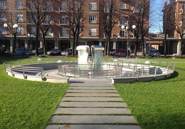 Scultura a lame d'acqua  a Vinovo (TO) Autore Andrea Scarpellini
