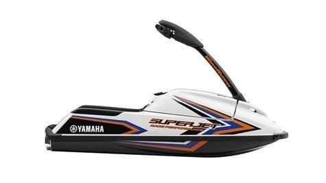 2016-Yamaha-SuperJet-EU-Pure-White-with-Orange-and-Blue