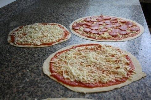 tre pizze farcite da infornare