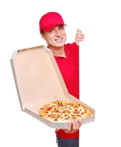 pizza nel cartone d'asporto