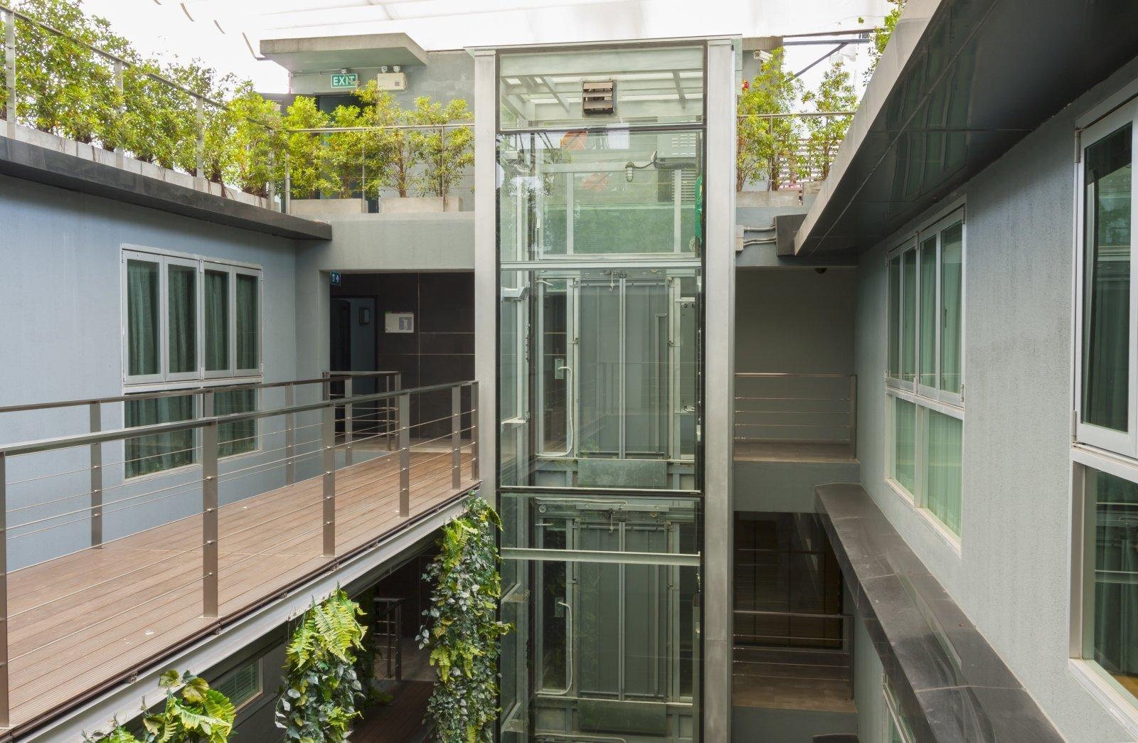 ascensore a vista con pareti vetrate