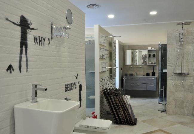 Campionario di piastrelle,specchi e porta-asciugamani