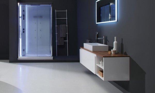 un box doccia con  luci a  led