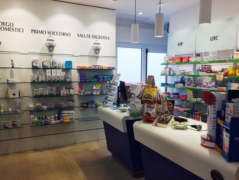 Prodotti per la prima infanzia, farmacia della metropolitana