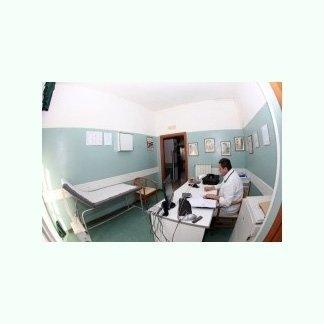 sala fisiokinesiterapia con medico