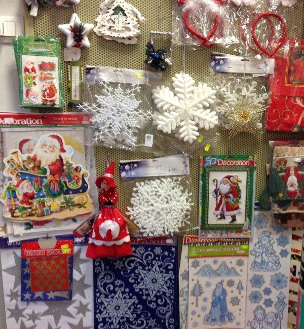 Decorazioni, adesivi e chiudipacco natalizi