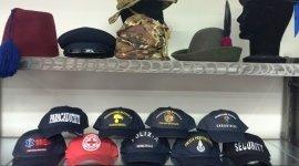 cappelli, camicie, giacconi
