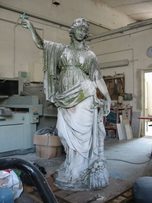Cremona: statua della pace