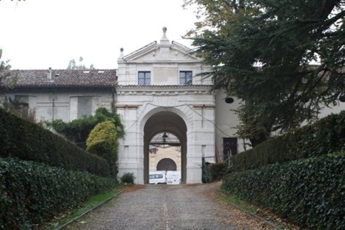 Villa Affaitati, portale d'igresso ai cortili