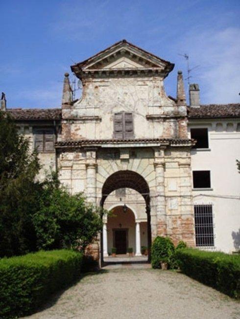 Villa Affaitati, portale d'ingresso al secondo cortile