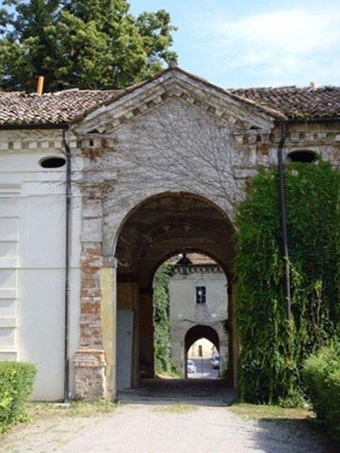 Villa affaitati, portale interno al primo cortile