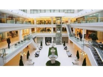 pulizia centro commerciale