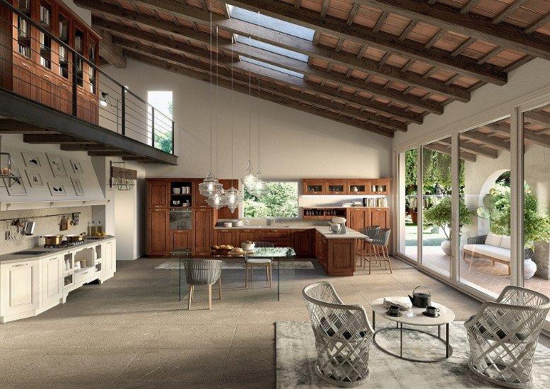 una cucina grande con dei mobili in legno chiaro e di color bianco