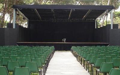 palco con platea teatro estivo