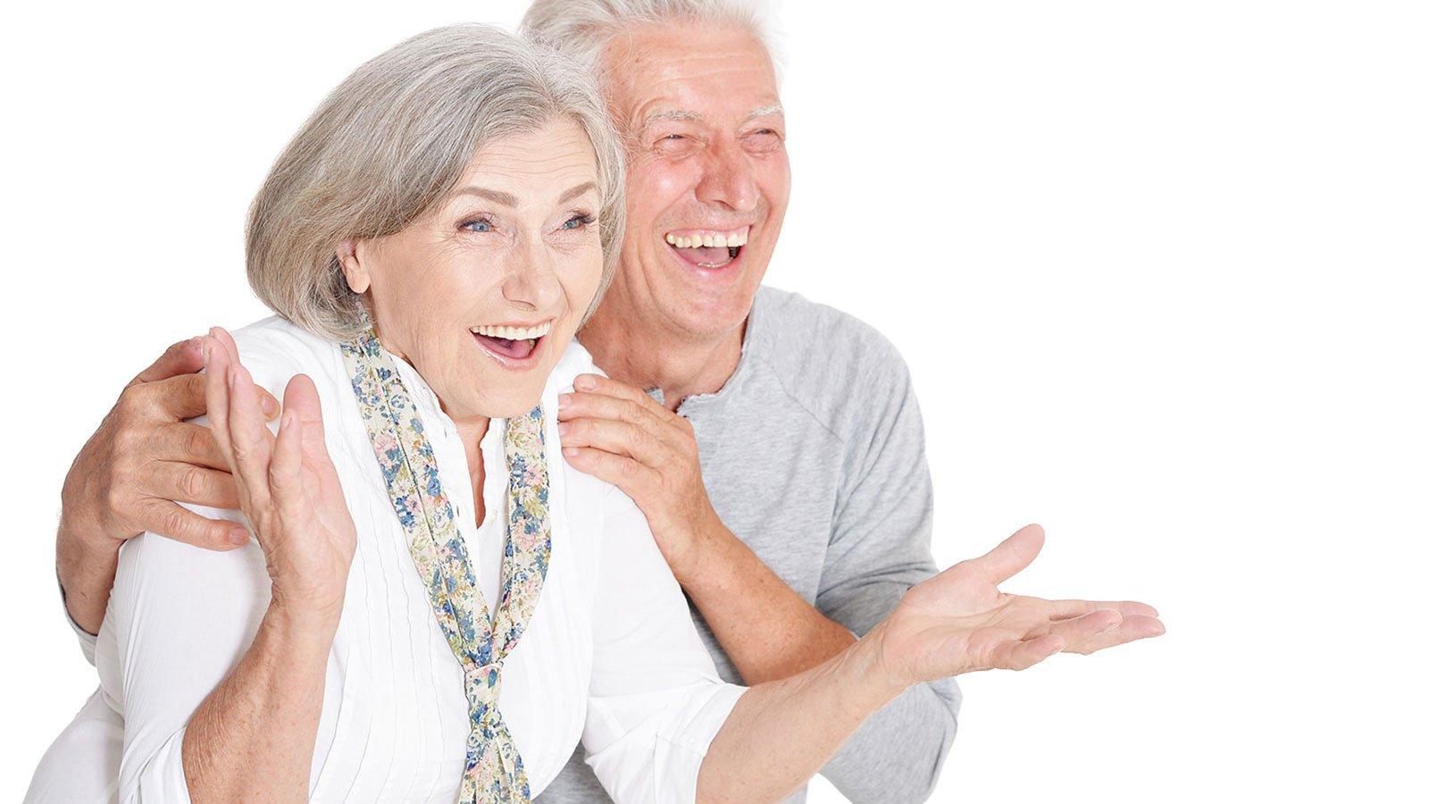 un uomo e una donna felici
